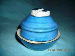 Butter dish with spreader holder