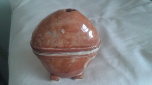 Footed incense burner, pinch pot