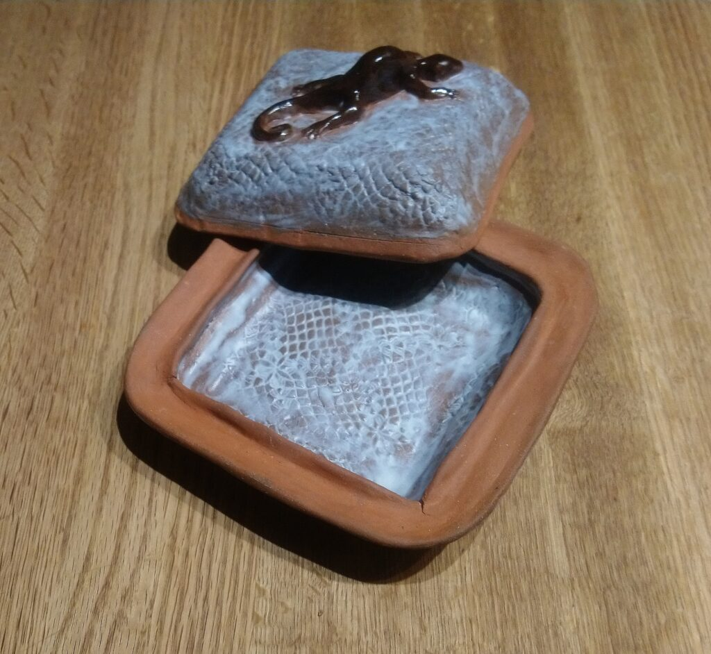Stoneware Gecko Covered dish
